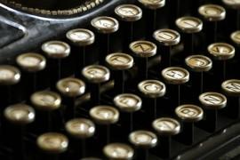 typewriter-472850_640
